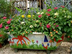 Are you new to container gardening? Thinking about learning how to create a wonderful summer display this year? Garden Nook, Fairy Garden Houses, Garden Art, Garden Bathtub, Bathtub Decor, Outside Sink, Glamping, Garden Center Displays, Pot Jardin