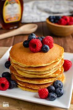 These filling and delicious fluffy American Style Pancakes will be a regular feature on your Breakfast menu and are perfect for those following Slimming World or Weight Watchers. Slimming World Desserts, Slimming World Breakfast, Breakfast Menu, Perfect Breakfast, Breakfast Recipes, American Style Pancakes, Yummy Pancake Recipe, Weight Watchers Breakfast, Slimming Eats