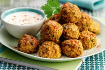 Try this vegetarian Weight Watchers falafel recipe as a healthy and satisfying lunch, and you won't be craving any meat at all. Vegetarian Snacks, Healthy Snacks, Healthy Eating, Healthy Recipes, Vegetarian Casserole, Vegan Meals, Diet Meals, Weight Watchers Vegetarian, Weight Watchers Meals