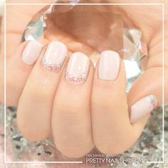 #nails #nailart #trend #beach Dezent, frisch und dabei so glamourös. Wir finden dieses Design einfach sensationell. Mehr zum Luxury-Beach Trend findet Ihr hier: http://www.prettynailshop24.de/shop/trendstyle/article/show/2016/september/175_luxury-beach.html?utm_source=pinterest&utm_medium=referrer&utm_campaign=PI_TS_luxury_beach0916
