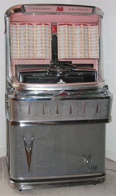 THE GOOD OLD JUKEBOX THE MONEY I PUT IN THIS THING WHEN I WAS YOUNG WOW!!!