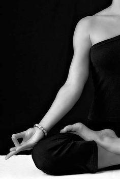 8 Yoga Mudras To Overcome Any Ailments! Yoga For Insomnia And Depression Yoga For Sleep Insomnia Or Deep Relaxation. Click image for more details. Yin Yoga, Yoga Meditation, Hatha Yoga, Namaste Yoga, Meditation Benefits, Sitting Meditation, Meditation Gifts, Restorative Yoga, Iyengar Yoga