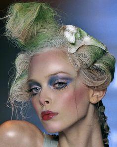 "nostalgia baby 🕊 on Instagram: ""john galliano f/w fall '09, makeup by pat mcgrath"" Doll Makeup, Costume Makeup, Hair Makeup, Makeup Inspo, Makeup Inspiration, Christian Dior, Runway Makeup, Pat Mcgrath, Fantasy Makeup"