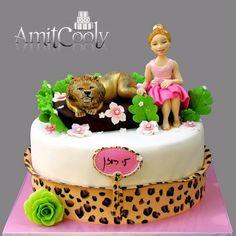 עוגה לילדה שחגגה יום הולדת בספארי
