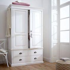 Perfekt Kleiderschrank, Weiß Lackiert Mit Antikfinish. Die Lieferung Erfolgt  Montiert In Einem Packstück. Details: 3 Schubladen 2 Türen 5 Fächer 1  Kleiderstange ...
