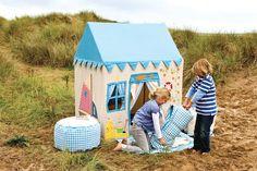 Una magnífica casita para crear un mundo imaginario. 100% algodón. Apliques bordados con el faro, la vela y el comedor de cubierta de barco.