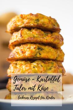 A really tasty and healthy lunch for toddlers. Prepared quickly and easily. Informations About Gemüse-Kartoffel Taler mit Käse - schnell & einfach ⋆ L Clean Eating Recipes, Clean Eating Snacks, Lunch Recipes, Vegetarian Recipes, Healthy Recipes, Eating Healthy, Dinner Recipes, Egg Recipes, Healthy Cooking