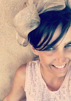 A designer de sobrancelhas, Nany Mota, do salão MG Hair em São Paulo, ensinou os truques certeiros para fazer a sobrancelha em casa. Acompanhe o passo a passo.