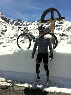 Fred Schrag, our Los Angeles sales rep, loving every minutes of his chilly ride to the top of the Gavia Pass yesterday.