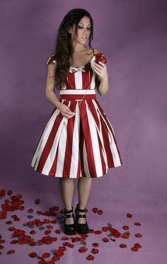 Lolita cute pirate dress por RINfashion en Etsy, €105.00 Take the occasion, this reduced to 25% Aprovecha la ocasion, esta rebajado un 25%