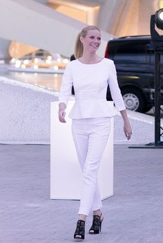 Gwyneth Paltrow in Hugo Boss Gwyneth Paltrow, Hugo Boss, Renaissance Dresses, Thomas Brodie Sangster, Cate Blanchett, Keira Knightley, Red Carpet Dresses, Celebs, Celebrities