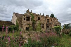 Abandoned doctors mansion. Old Abandoned Buildings, Abandoned Mansions, Old Buildings, Abandoned Places, Architecture Old, Historical Architecture, Architecture Details, Beautiful Buildings, Beautiful Places