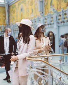 La Samaritaine, Paris - Danielle Haute Couture Fashion, Couture Style, One Day, Cowboy Hats, How To Memorize Things, The Incredibles, Paris, Instagram, Montmartre Paris