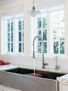 Oh, that sink!!! Rustic kitchen sink farmhouse style ideas (16)