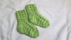 54 Ideas Knitting Baby Socks Pattern Ravelry For 2019 Sweater Knitting Patterns, Easy Knitting, Knitting Socks, Knitting Videos, Kids Socks, Baby Socks, Knitted Baby Blankets, Baby Patterns, Ravelry