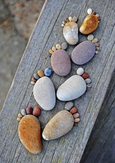 "The series ""Stone Footprints"" by photographer Iain Blake, simple and cute land art made with round pebbles found on the beach. A series of childish and naive photographs that make you smile … - Pebble Painting, Pebble Art, Stone Painting, Rock Painting, Pebble Stone, Creative Crafts, Diy And Crafts, Crafts For Kids, Art Crafts"