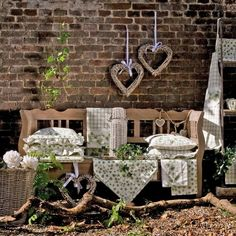claire and eef – gande-gourmet Store Displays, Trends, Firewood, Ladder Decor, Shabby Chic, Table Decorations, Garden, Crafts, Vintage