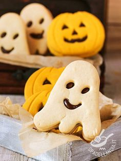 Ghosts of Halloween with pumpkin and chocolate - I Fantasmi di Halloween con zucca e cioccolato sono simpaticissimi, da gustare per la notte più paurosa dell'anno... ma non solo!