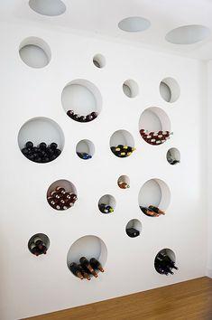 nichos redondos para armazenar vinhos