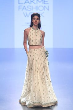 Love the simplicity of this outfit. Perfect wedding guest style outfit for an Indian Wedding #summer #LIFW #LIFW2016 #Frugal2Fab