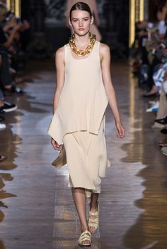A seriously huge acrylic chain necklace would be awesome if you can find some seriously huge chain. Spring 2015 Ready-to-Wear - Stella McCartney