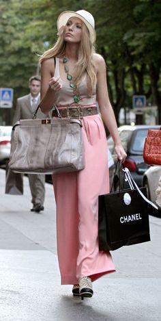 serena-high waisted pink pants-fendi peekaboo bag-paris
