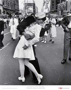 The famous kiss in Times Square at the end of WWII-- My favourite picture of all time; nothing compares <3