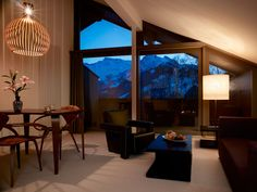 Contemporary design and unusual architecture for demanding travellers. Adelboden, Hotel Meeting, Outdoor Pool, Outdoor Decor, White Building, Boutique Design, Workout Rooms, Timeless Elegance, Large Windows