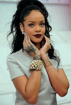 #Rihanna makeup on point!