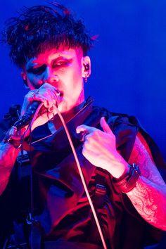 PIERROTとDIR EN GREYによるジョイントライブ「ANDROGYNOS」が、昨日7月7日と本日8日に神奈川・横浜アリーナにて実施された。