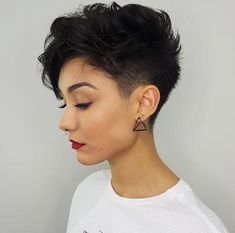 Pixie Haarschnitte mit Pony – 50 Terrific Tapers - Beste Frisuren Haarschnitte Pixie Haircuts with Bangs - 50 Terrific Tapers de cheveux courts New Short Haircuts, Haircuts With Bangs, Super Short Pixie, Short Hair Pixie Edgy, Asymmetrical Pixie, Brown Pixie Hair, Pixie Cut Styles, Trending Haircuts, Pixies