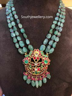 Emerald beads necklace with kundan pendant - Indian Jewellery Designs Pearl Necklace Designs, Gold Earrings Designs, Beaded Necklace, Gold Necklace, Bridal Necklace, Silver Earrings, Necklaces, Antique Jewellery Designs, Beaded Jewelry Designs