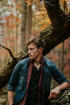 How To Dress Masculine In Autumn? Take A Look Sample Styles – Leonadem Portrait Photography Men, Photography Senior Pictures, Photography Poses For Men, Outdoor Photography, Fall Senior Pictures, Senior Photos, Mens Photoshoot Poses, Male Poses, Photoshoot Inspiration