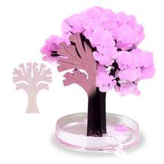 Japan ist das Land der Kirschblüte. Hole Dir den asiatischen Flair mit unserem Magischen Sakura Baum aus Papier ganz bequem in Dein Wohnzimmer. via: www.monsterzeug.de
