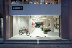 Escaparate de la nueva tienda de Freitag en Shibuya,  de Spillmann Echsle Architekten y Torafu Architects