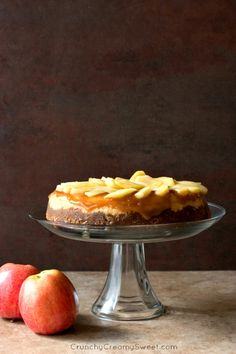Caramel Apple Cheesecake - decadent and indulgent cheesecake with caramel apple topping. Rich and creamy and absolutely amazing! | crunchycreamysweet.com