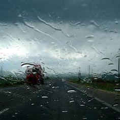 Ευτυχώς που έχω κι έναν ουρανό να βρέχει για να βλέπω την υπερβολή μου στις σταγόνες του. Αφαιρείται η ύπαρξη στη λιακάδα. (p.n.) #InP #photography #poetry #rainyday #sky #selfreflection