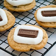 Smore's Cookies YUM!  Really simple recipe...I'm going to have to try it....oh yeah I went there...I'm goign to make some cookies for Christmas...and this looks like it will be one of them...pray for my family to not get sick from eating my food :)