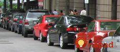 Pozd�ne parkovanie dok�e potr�pi� nov��ikov aj ostrie�an�ch �of�rov. Pom�cka… Parallel Parking, New Drivers, Automotive News, Backup Camera, Canada, Car, Automobile, Tips, Free