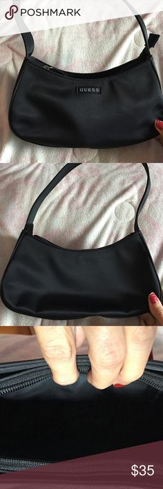 Guess bag Preowned nylon guess bag . Very good condition. Almost new . Guess Bags Mini Bags