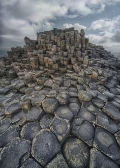 stones stone rock rocks hegagon hexagonal ireland uk british scenery atmospheric dawn morning travel europe pattern shape composition traveling causeway giant giants blaminsky sunny clouds sky shae shapes