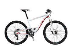 Das GT Helion ist die ideale Alternative für alle die ein Bike suchen, was man nicht an jeder Ecke findet. Die 110mm Federweg sind ideal für den Ritt durchs Mittelgebirge und den Einsatz beim nächsten Marathon. Die Ausstattung mit einem soliden und langlebigen Mix aus XT- und SLX-Komponenten verspricht ein sorgloses Bike Vergnügen. #bikerboarder #mountainbike #gt