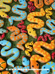 Snake Cookie Cutter Sugar Cookie Icing, Royal Icing Cookies, Sugar Cookies, Owl Cookies, Cookie Cakes, Cut Out Cookies, Iced Cookies, Cookies Et Biscuits, Jungle Theme Birthday