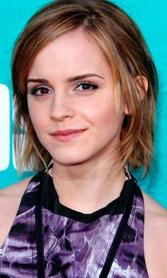 Emma Watsons Short Hair Looked Super Girlie At The MTV Music Awards, 2012
