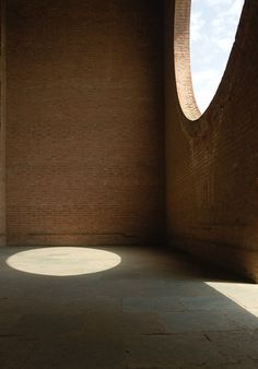 Louis Kahn, Indian Institute of Management, Ahmedabad Modern Architecture Design, Education Architecture, Classical Architecture, School Architecture, Interior Architecture, Landscape Architecture, Light Architecture, Louis Kahn, Ahmedabad
