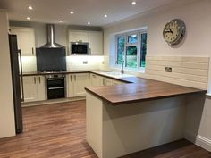 Our Farnborough depot designed this beautiful Tewkesbury Antique White kitchen with brown oak effect laminate worktops. Design your kitchen with Howdens. Kitchen Worktop, Ikea Kitchen, Kitchen Chairs, Kitchen Countertops, Kitchen Interior, Kitchen Decor, Kitchen Cabinets, Kitchen Ideas, Brown Kitchen Designs