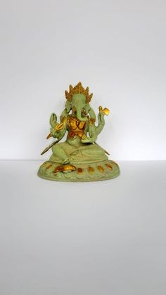 Krishna Hindu, Krishna Statue, Indian Gods, Indian Art, Great Graduation Gifts, Good Luck Gifts, Patina Color, Brass Statues, Elephant Head