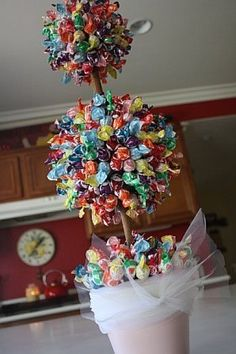 Lollipop tree - perfect decoration for candyland party Candy Party, Party Favors, Lollipop Tree, Lollipop Centerpiece, Lollipop Candy, Topiary Centerpieces, Candy Topiary, Decoration Buffet, Bar A Bonbon