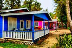 En estas cabañas uno puede pasar unas buenas vacaciones.  Localizadas en el Parador Villas del Mar Hau en Isabela.  Frente a estas cabañas  se encuentra la playa Montones.  En la misma ...