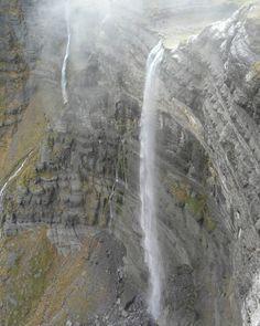 LAS CASCADAS MÁS ALTAS DE ESPAÑA Places In Spain, Places To Visit, Dangerous Roads, Spain Holidays, Waterfall Fountain, Basque Country, Tourist Spots, Best Hikes, Andalusia